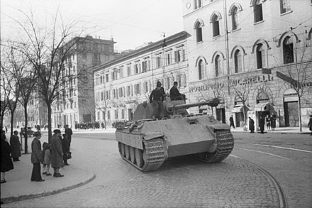 German panzer in Rome, 1944. Bundesarchiv Bild 101I-310-0884-16, Italien, Panzer V (Panther) in Stadt.jpg