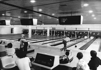 Ten-pin bowling - A bowling alley in Berlin (1981) with early electronic displays