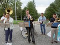 "Buskers singing ""Oh when the saints"" - panoramio.jpg"