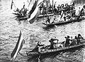 COLLECTIE TROPENMUSEUM Onthaal van Gouverneur-Generaal J.P. Graaf van Limburg Stirum op de rivier door prauwen met Dajaks tijdens diens bezoek aan Borneo TMnr 60018466.jpg