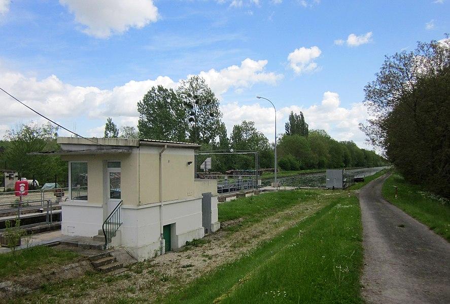 Canal latéral a la Marne. Vraux lock.
