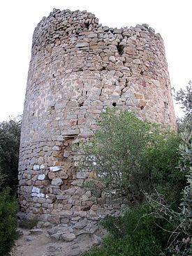 Ruïnes de la torre al sector septentrional del recinte