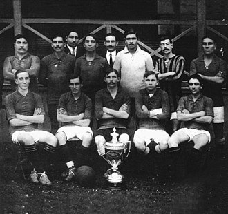 Rosario Central - Rosario Central posing with its first national cup won, the Copa de Competencia La Nación in 1913