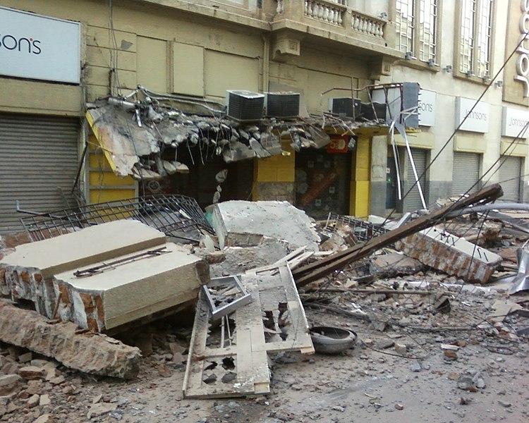 Archivo:Centro de Concepcion terremoto.jpg