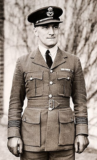 Charlie Barnett (cricketer) - Pilot Officer Charles Barnett c. 1940