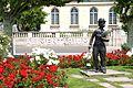 Charlie Chaplin statue in Vevey (9173943520).jpg