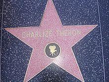 Stella dedicata a Charlize Theron sulla Hollywood Walk of Fame