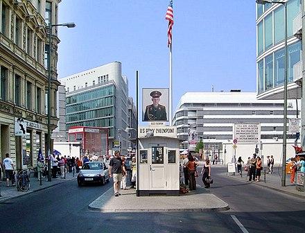 Batılı müttefiklerden ABD'nin kontrol noktası (Checkpoint Charlie)