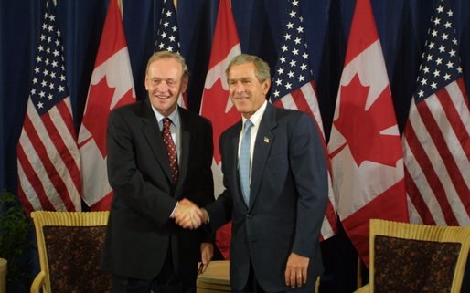 Chrétien and Bush shaking hands Sept 9 2002