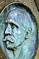 Christian Niemeyer (1842-1904), Porträt-Medaillon des Kornbrennereibesitzers auf dem Lindener Bergfriedhof in Hannover.jpg