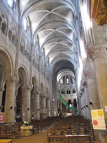 Nave of the church Saint-Pierre in Macon (Saône-et-Loire, France).