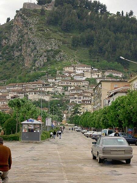 Fichier:Citadel of Berat.jpg