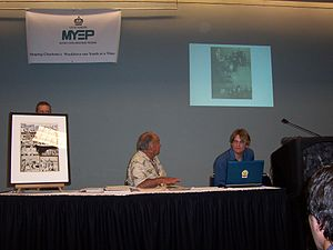 Al Feldstein - Feldstein, center, at the 2008 Heroes Con