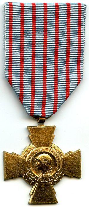 Combatant's Cross - Image: Croix du combattant FRANCE