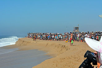 The Wedge (surfing) - Crowds gather to watch giant waves at the Wedge Newport Beach
