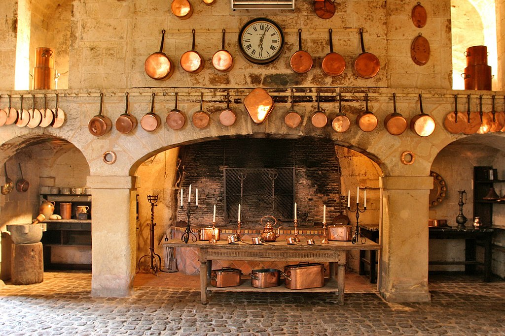 https://upload.wikimedia.org/wikipedia/commons/thumb/6/6a/Cuisines_brissac.jpeg/1024px-Cuisines_brissac.jpeg
