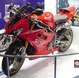 Triumph Daytona 675 - Triumph Daytona 675 in Tornado Red