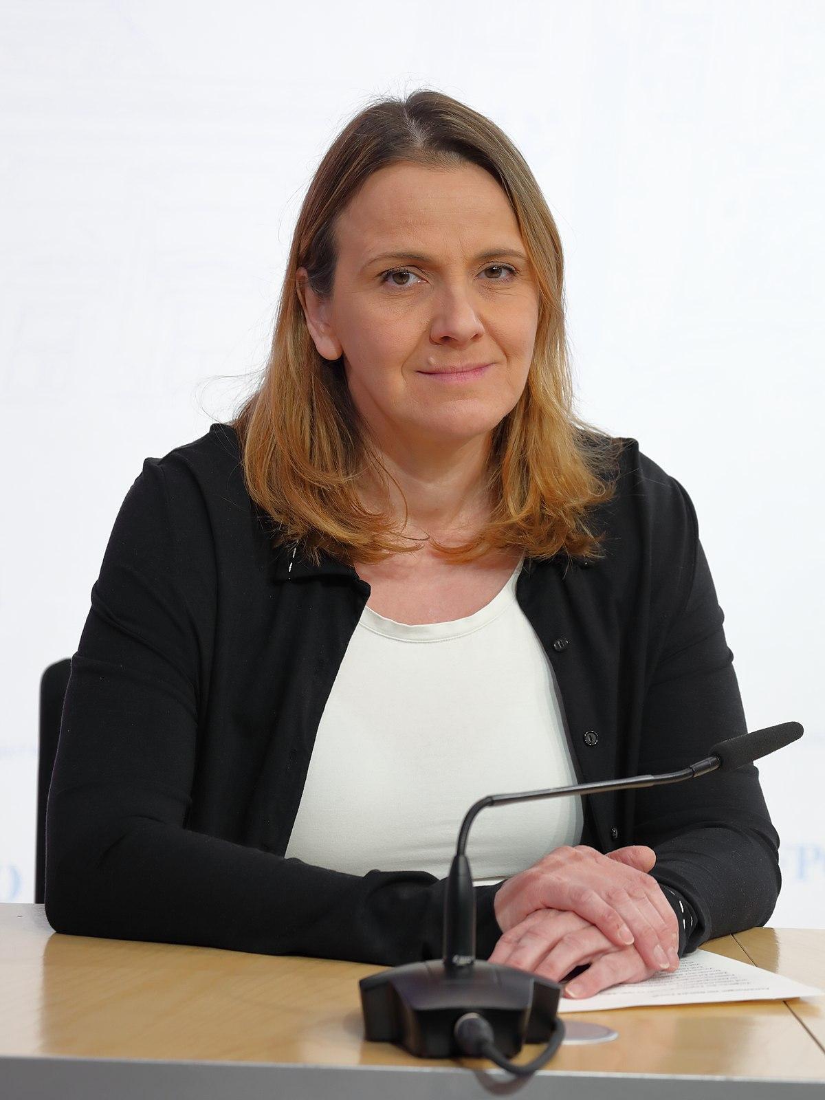 Dagmar Belakowitsch - Pressekonferenz am 13. März 2020.JPG