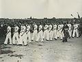De Franse deelnemers tijdens de vlaggenparade op de maandagmiddag voor de 26e Vi – F40668 – KNBLO.jpg