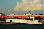 Delta N902DE McDonnell-Douglas MD88 (20106411806).jpg