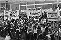 Demonstranten na afloop met spandoeken, o.a. Hop, hop, hop, kabinet donder op , Bestanddeelnr 930-3199.jpg