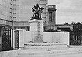 Der neue Brunnen vor dem Landeshaus in Düsseldorf, ein Werk des Bildhauers Leon Lauffs. (1915).jpg