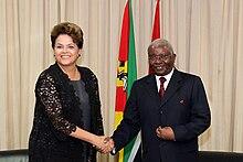 A presidente do Brasil, Dilma Rousseff e o presidente Armando Guebuza em um encontro em Maputo em outubro de 2011.