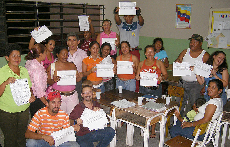 File:Dotmocracy groupshot Marhuanta2007.jpg