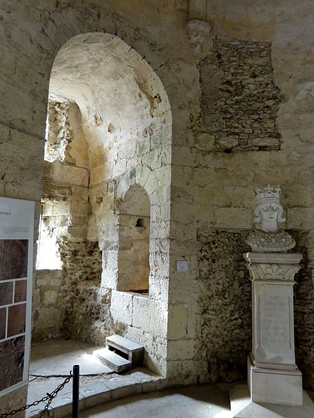 file dourdan 91 ch teau donjon rez de chauss e niche de fen wikimedia commons. Black Bedroom Furniture Sets. Home Design Ideas