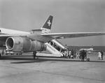 ETH-BIB-Passagiereinstieg in eine Dougals DC-8 der Swissair in Zürich-Kloten-LBS H1-026284.tif
