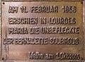 Ebenthal Gurnitz Kirchenstrasse Lourdes-Grotte Gedenktafel 22042016 1766.jpg