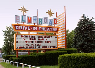Googie architecture - Classic googie sign at Warren, Ohio drive-in