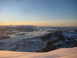 Elnesvågen from Heiane in winter.JPG