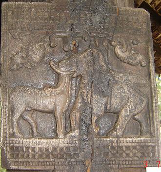 Embekka Devalaya - Image: Embekka Bull & Elephant Wood Carving