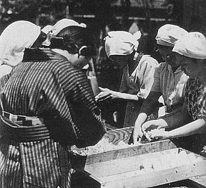 Tonarigumi - Emergency rice feeding by tonarigumi housewives