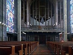 Empore mit Orgel der röm.kath.St. Anton Kirche, Basel (2).jpg