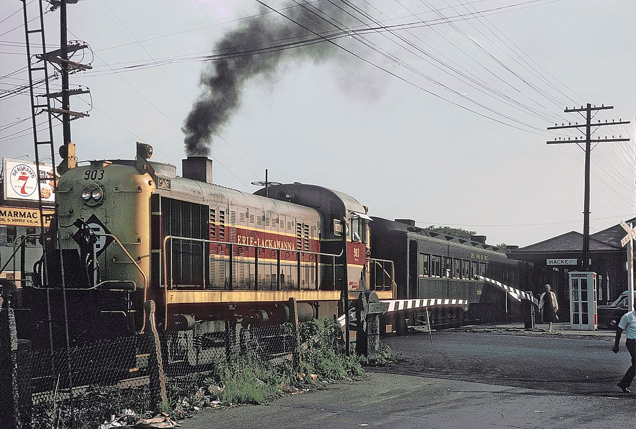 File Erie Lacawanna 903 With Nj Ny Train 446 Leaving