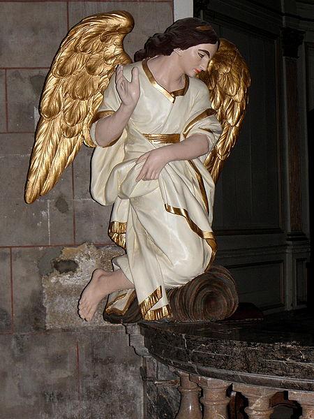 Église Notre-Dame-de-l'Assomption d'Ernée (53). Ange adorateur.
