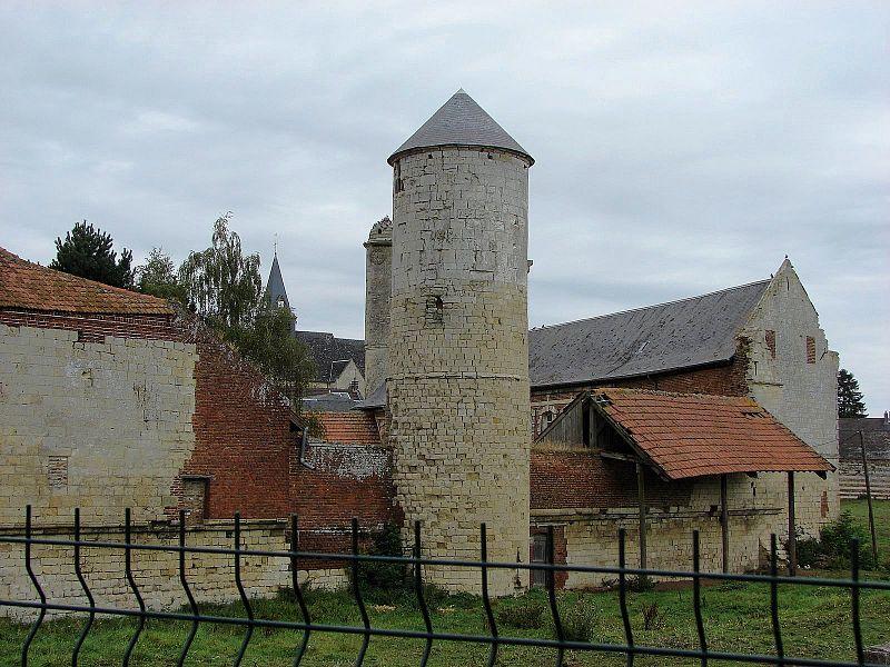 Esnes, le château