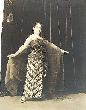 Éva Gauthier - Éva Gauthier in Javanese Costume