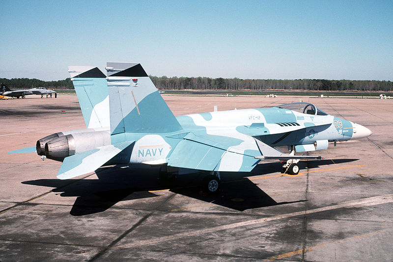 Les F-5E/F/N Tiger II / Aggressor - Page 2 800px-F-18_Hornet_agressor