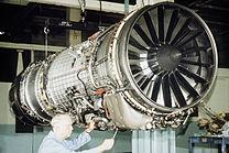 General Electric F110, ejemplo de turbofán de bajo índice de derivación, usado en aviones de combate modernos.
