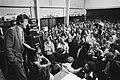 FNV-voorzitter Wim Kok spreekt stakers van EMO, Swartto EECV, GEM, Grainwave en , Bestanddeelnr 932-1791.jpg