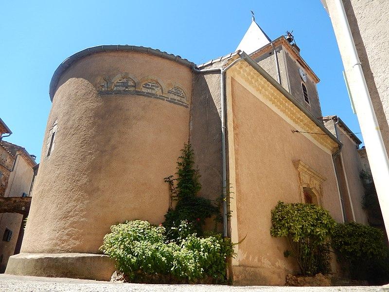 Vue en contre-plongée de l'église Saint-Geniès-d'Arles de Salasc (Hérault, France).