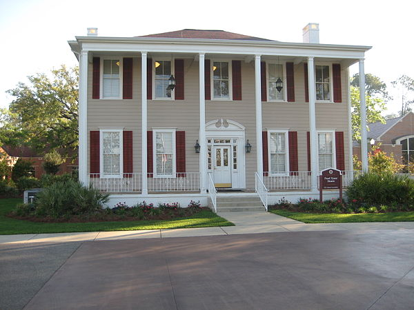 The Pearl Tyner House, located in the heart of the Florida State University Alumni Center FSUPearlTynerHouse.JPG