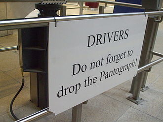 Farringdon station - Warning to drivers heading south from Farringdon in August 2012
