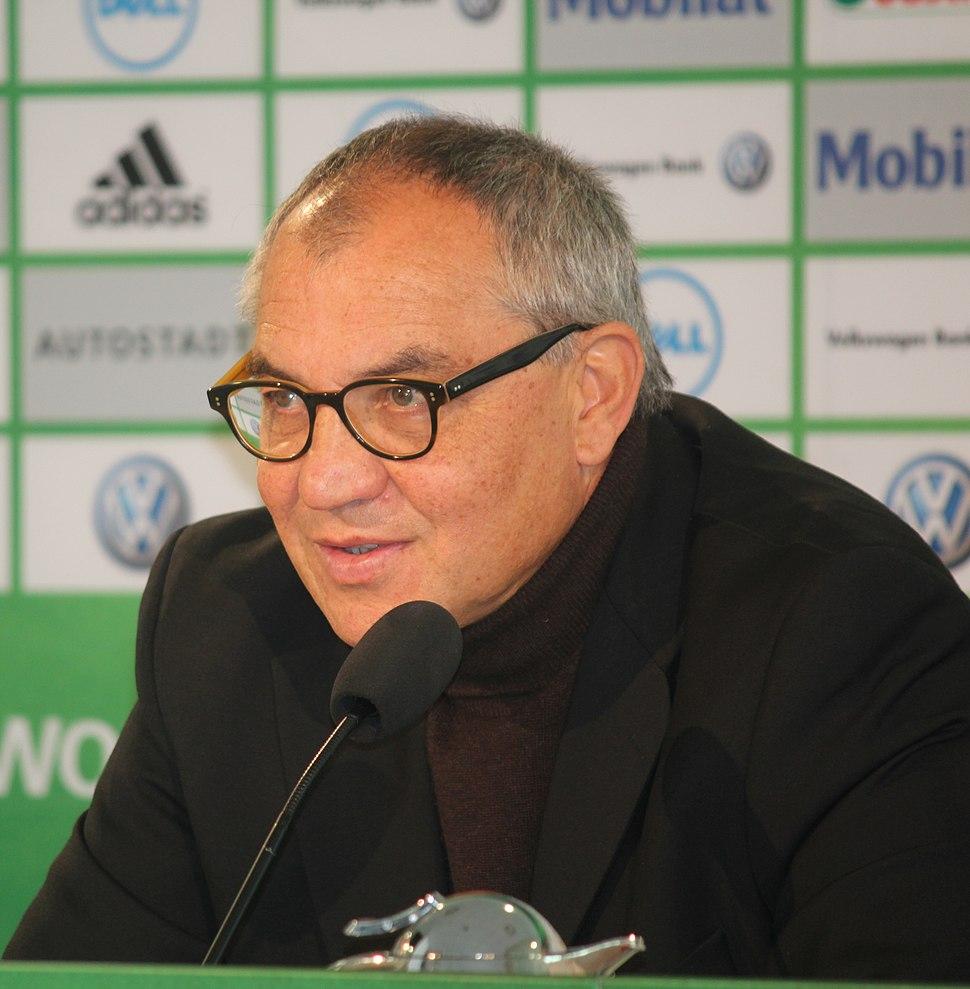 Felix Magath bei einer Pressekonferenz des VfL Wolfsburg (cropped)