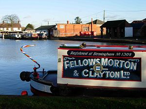 Fellows Morton and Clayton - A Fellows Morton and Clayton boat at Gayton Junction, Northampton, repainted in the original company livery