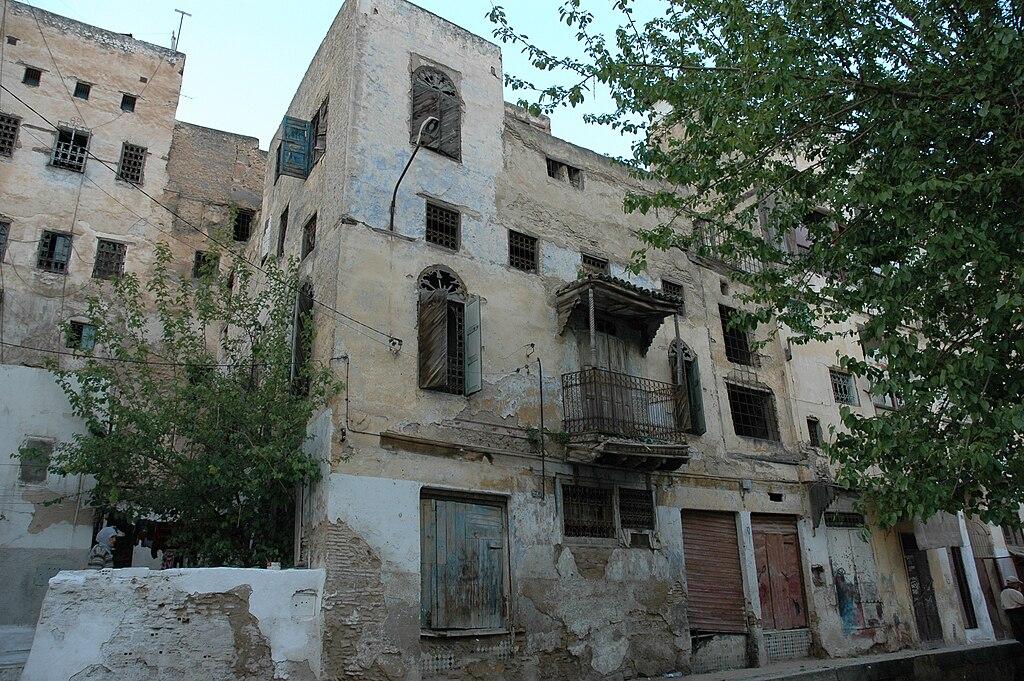 Maisons du quartier juif du Mellah à Fès avec leur balcon distinctif.