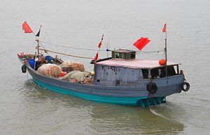 Fishing boat in Haikou back 01.jpg